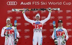 L'Italien Christof Innerhofer (au centre) a remporté samedi la descente de Coupe du monde de ski de Wengen sur la piste du Lauberhorn, devant les Autrichiens Klaus Kröll (à gauche) et Hannes Reichelt. /Photo prise le 19 janvier 2013/REUTERS/Pascal Lauener