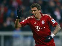 Le Bayern Munich, leader de la Bundesliga, a commencé son année 2013 par une victoire 2-0 à domicile, samedi, face au Greuther Fürth, dernier du classement, grâce à deux buts du Croate Mario Mandzukic. /Photo prise le 19 janvier 2013/REUTERS/Michael Dalder