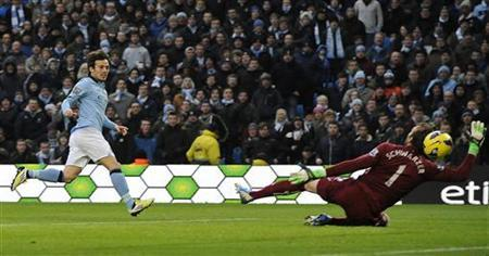 Manchester City 's David Silva (L) shoots to score against Fulham during their English Premier League soccer match in Manchester, northern England January 19, 2013. REUTERS/Nigel Roddis