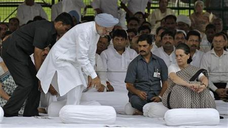Prime Minister Manmohan Singh (in blue turban) prepares to sit as chief of ruling Congress party Sonia Gandhi (3rd R) watches after paying respect at the memorial of the former Prime Minister Rajiv Gandhi on the occasion of Rajiv's 68th birth anniversary in New Delhi August 20, 2012. REUTERS/B Mathur/Files