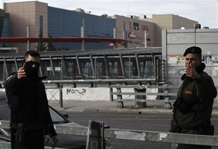 Makeshift bomb injures two at Greek shopping mall