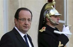 François Hollande a assuré dimanche aux familles des otages français retenus au Sahel par des groupes islamiques armés que tout était mis en oeuvre pour obtenir leur libération malgré l'intervention au Mali. /Photo d'archives/REUTERS/Philippe Wojazer