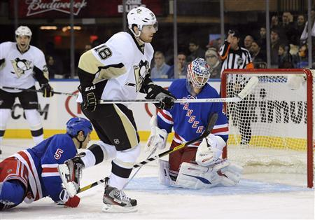 Penguins chase Lundqvist to dominate Rangers