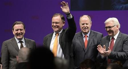Lower Saxony's Social Democratic (SPD) top candidate Stephan Weil waves as he is flanked by former German Chancellor Gerhard Schroeder (L), SPD top candidate for the 2013 German general elections Peer Steinbrueck, and SPD parliamentary floor leader Frank-Walter Steinmeier (R) after an election campaign in Osterholz-Scharmbeck January 16, 2013. REUTERS/Fabian Bimmer