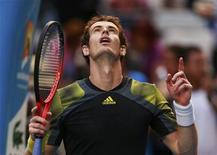 L'Écossais Andy Murray s'est imposé lundi facilement face à Gilles Simon, lors des huitièmes de finale de l'Open d'Australie 6-3 6-1 6-3 en une heure 35. /Photo prise le 21 janvier 2013/REUTERS/Tim Wimborne