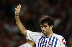 Un tribunal español ha dictaminado que el Deportivo de La Coruña puede tener acceso a los nueve millones de euros que les adeuda Mediapro que fue embargado por autoridades fiscales, dijo el club gallego. En la imagen, de archivo, Juan Carlos Valerón, uno de los jugadores emblema del Deportivo de la Coruña. REUTERS/Albert Gea