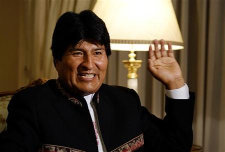 Bolivia's President Evo Morales speaks during an interview with journalists at the presidential residence in La Paz January 13, 2013. Picture taken January 13. REUTERS/David Mercado