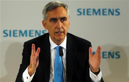 Peter Loescher, chief executive of German engineering conglomerate Siemens AG addresses the media ahead of the company's annual shareholder meeting in Munich January 23, 2013. REUTERS/Michael Dalder