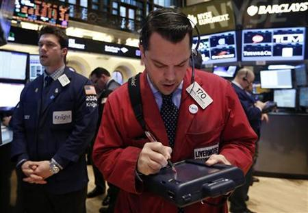 Traders work on the floor of the New York Stock Exchange, January 22, 2013. REUTERS/Brendan McDermid