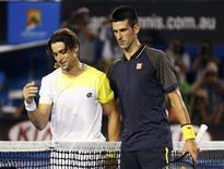 Le Serbe Novak Djokovic, n°1 mondial, s'est qualifié jeudi pour la finale de l'Open de tennis d'Australie en écrasant l'Espagnol David Ferrer, tête de série n°4, 6-2 6-2 6-1. /Photo prise le 24 janvier 2013/REUTERS/Tim Wimborne
