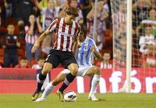 El delantero del Athletic de Bilbao Fernando Llorente se unirá a la Juventus a finales de temporada tras fichar por cuatro años, dijo el jueves el club italiano. En la imagen, Llorente durante un partido en San Mamés ante el Málaga, el 23 de septiembre de 2012. REUTERS/Felix Ordóñez