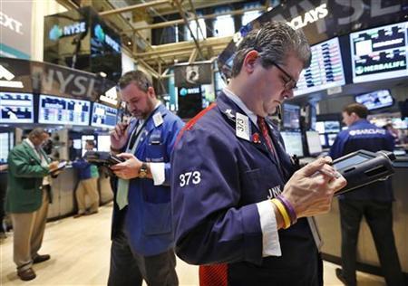 Traders work on the floor of the New York Stock Exchange, January 23, 2013. REUTERS/Brendan McDermid/Files