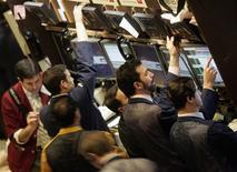 Le Standard & Poor's 500 de la Bourse de New York a franchi jeudi le seuil des 1.500 points pour la première fois depuis le 12 décembre 2007. /Photo d'archives/REUTERS/Brendan McDermid