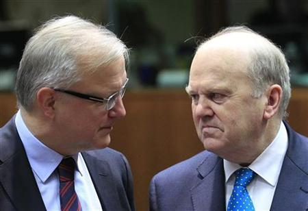European Economic and Monetary Affairs Commissioner Olli Rehn (L) and Ireland's Finance Minister Michael Noonan attend a European Union finance ministers meeting in Brussels January 22, 2013. REUTERS/Yves Herman