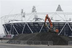 Os chefes do Comitê Olímpico britânico, na esperança de garantir um futuro para as custosas arenas esportivas de Londres, esperam encontrar em março um interessado permanente para o principal estádio (foto)-- um negócio visto como medidor da saúde financeira do projeto. REUTERS/Olivia Harris