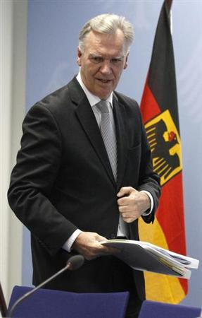 President of the German Federal Police (BKA) Joerg Ziercke arrives for a news conference in Berlin September 7, 2011. REUTERS/Tobias Schwarz (GERMANYPOLITICS CONFLICT SOCIETY - Tags: POLITICS CRIME LAW) CONFLICT SOCIETY) - RTR2QWLW