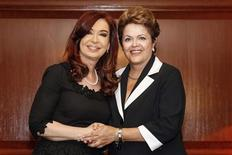 Brazil's President Dilma Rousseff (R) shakes hands with her Argentinean counterpart Cristina Fernandez de Kirchner during a meeting in Santiago January 26, 2013 in this picture provided by the Brazil Presidency. REUTERS/Roberto Stuckert Filho/Brazil Presidency/Handout