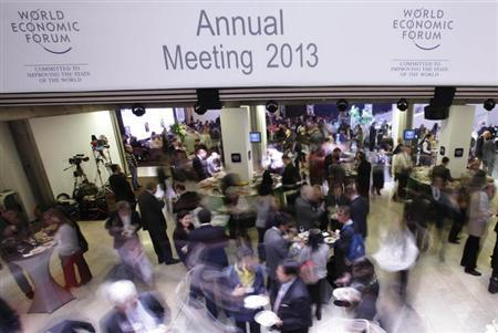 Delegates mingle during a buffet lunch break between sessions at the annual meeting of the World Economic Forum (WEF) in Davos January 26, 2013. REUTERS/Denis Balibouse