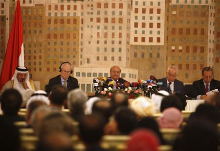 Yemeni President Abed Rabbo Mansour Hadi (C) addresses a meeting of the United Nations Security Council delegation and Yemeni state officials in Sanaa January 27, 2013. REUTERS/Khaled Abdullah