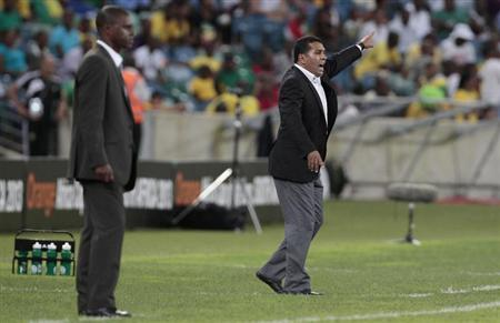 Morocco's coach Rachid Taoussi (R) shouts to his players as Cape Verde's coach Lucio Antunes looks on during their African Nations (AFCON 2013) Cup Group A match in Durban January 23, 2013. REUTERS/Rogan Ward
