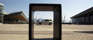Voiture équipée d'une pile à combustible. Daimler, Ford et Nissan ont annoncé lundi la création d'une alliance visant à développer une gamme de voitures équipées d'une pile à combustible abordables pour une mise sur le marché dès 2017. /Photo d'archives/REUTERS/Andy Clark
