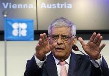 El secretario general de la OPEP, Abdullah al-Badri, durante una conferencia de prensa en la sede del grupo en Viena, jun 14 2012. El mercado mundial del petróleo debería mantenerse bien abastecido en el 2013 y la OPEP no necesita recortar más su producción de crudo, dijo el lunes el secretario general del grupo, Abdullah al-Badri. REUTERS/Heinz-Peter Bader