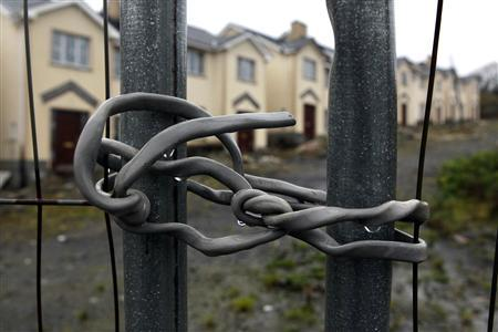 An electrical cable is used to secure a security fence surrounding Cnoc an Iuir, an empty and unsold housing development in the village of Drumshanbo, County Leitrim in a January 28, 2012 file photo. REUTERS/Cathal McNaughton/files