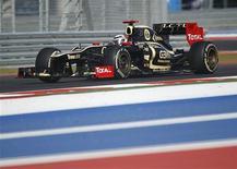Kimi Raikkonen ha puesto sus miras en el reto de conseguir el campeonato de Fórmula Uno con Lotus después de que su equipo presentara el lunes su coche nuevo. En la imagen, de 18 de noviembre, el Lotus de Kimi Raikkonen en el circuito de Austin, Texas. REUTERS/Robert Galbraith