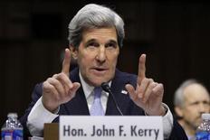 O senador dos EUA John Kerry testemunha em sua confirmação como secretário do Estado dos EUA, no Capitólio em Washington. 24/01/2013 REUTERS/Jonathan Ernst