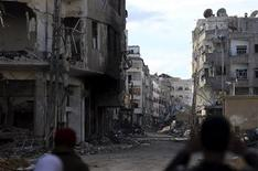 Men stand in the Haresta neighborhood of Damascus January 29, 2013. REUTERS/Goran Tomasevic (SYRIA - Tags: CIVIL UNREST POLITICS)