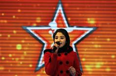 """Afghan's Latifa Azizi performs on the """"Afghan star"""" talent show in Kabul January 29, 2013. REUTERS/Omar Sobhani"""