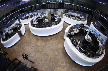 The trading floor is pictured at the Frankfurt stock exchange January 16, 2012. REUTERS/Alex Domanski (GERMANY - Tags: BUSINESS)
