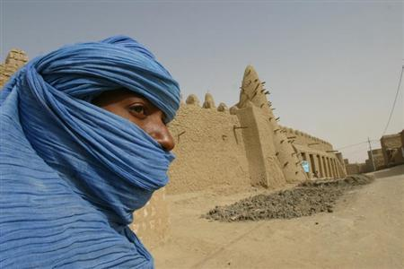 File photo of a Tuareg nomad near the 13th century mosque at Timbuktu, Mali, March 19, 2004. REUTERS/Luc Gnago