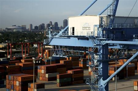 GDP unexpectedly shrinks, decline seen temporary