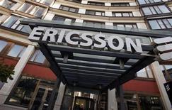 Ericsson a fait état jeudi d'une hausse plus forte qu'attendu de ses résultats au quatrième trimestre grâce à de moindres pressions sur les marges et aux bonnes performances de ses activités nord-américaines. /Photo d'archives/REUTERS/Bob Strong