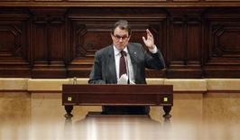 Catalunya's President Artur Mas gestures during a speech at a session of the Catalunya's Parliament in Barcelona, January 23, 2013. REUTERS/Albert Gea