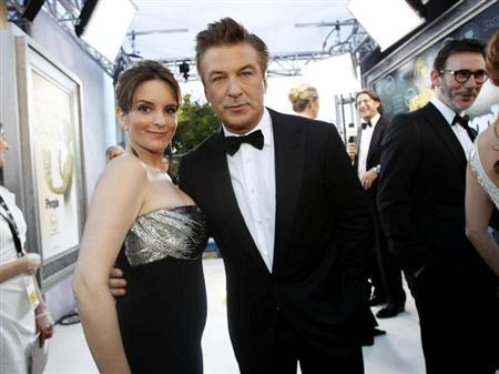 Actors Tina Fey (L) and Alec Baldwin, from the television series ''30 Rock,'' pose as they arrive at the 18th annual Screen Actors Guild Awards in Los Angeles, California January 29, 2012. REUTERS/Mario Anzuoni