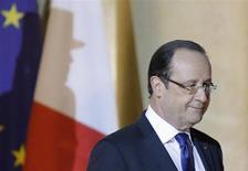 François Hollande partira au Mali ce vendredi soir pour atterrir samedi matin à Bamako selon le site internet du quotidien Libération. /Photo prise le 12 janvier 2013/REUTERS/Christian Hartmann