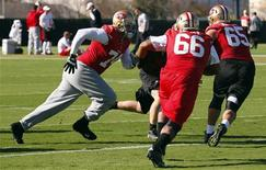 San Francisco 49ers tackle Joe Staley (L), guard Joe Looney (C), and guard Al Netter work on blocking drills during a NFL Super Bowl XLVII football practice in New Orleans January 31, 2013. REUTERS/Jeff Haynes