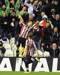 El Athletic de Bilbao remontó una desventaja de dos goles para rescatar un empate 2-2 frente al Valladolid el viernes en Liga sin poder construir una racha victoriosa tras el triunfo por 3-0 frente al Atlético de Madrid que cosechó el pasado fin de semana. En la imagen, de 27 de enero, Markel Susaeta celebra el gol que le endosó al Atlético de Madrid en la victoria liguera de los leones por 3-0. REUTERS/Vincent West