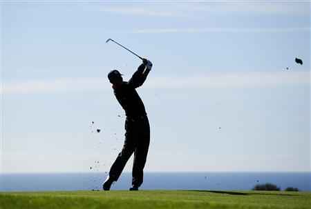 U.S. golfer Tiger Woods hits his second shot off the 17th fairway during final round play at the Farmers Insurance Open in San Diego, California January 28, 2013. REUTERS/Mike Blake