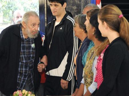 Former Cuban leader Fidel Castro arrives at a polling station in Havana February 3, 2013. REUTERS/AIN FOTO/Marcelino Vazquez