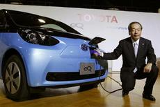 Toyota Motor Corp's Executive Vice President Takeshi Uchiyamada poses next to the company's newly developed compact electric vehicle eQ after a news conference in Tokyo September 24, 2012. REUTERS/Yuriko Nakao
