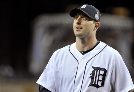 Detroit Tigers starting pitcher Max Scherzer leaves the field after the third out of the second inning against the San Francisco Giants during Game 4 of the MLB World Series baseball championship in Detroit, Michigan, October 28, 2012. REUTERS/Mike Cassese