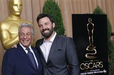 """Presidente da Academia de Artes e Ciências Cinematográficas de Hollywood, Hawk Koch, e diretor Ben Affleck, cujo filme """"Argo"""" está indicado como melhor filme, no tradicional almoço para indicados ao Oscar em Beverly Hills. 04/02/2013 REUTERS/Mario Anzuoni"""