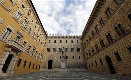 Monte Dei Paschi bank headquarters is pictured in Siena January 25, 2013. Italian bank Banca Monte dei Paschi di Siena is dealing with customers concerns over losses linked to derivative trades and will complete a review of those deals by February 10, its chief executive Fabrizio Viola said on Friday. REUTERS/Stefano Rellandini (ITALY - Tags: BUSINESS)