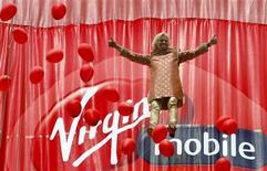 Richard Branson, le PDG de Virgin. Le câblo-opérateur américain Liberty Global a annoncé mercredi le rachat du britannique Virgin Media, deuxième opérateur de télévision payante au Royaume-Uni derrière BSkyB et dont dépend aussi la branche Virgin Mobile, pour 15,75 milliards de dollars (11,59 milliards d'euros). /Photo d'archives/REUTERS/Punit Paranjpe