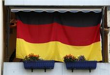 Le gouvernement allemand a adopté mercredi en conseil des ministres un projet de loi qui ne contraint pas les banques à scinder leurs activités les plus risquées de leurs activités de dépôt, selon deux sources gouvernementales. /Photo d'archives/REUTERS/Ina Fassbender