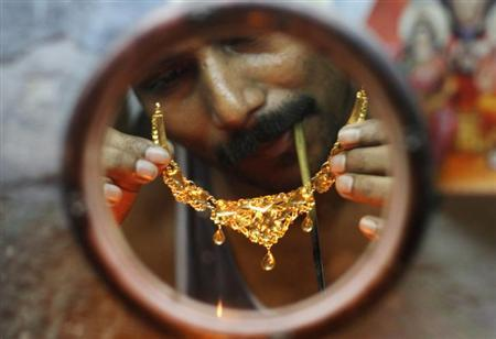 A goldsmith checks a gold necklace at a workshop in Kolkata in this April 11, 2012 file photo. REUTERS/Rupak De Chowdhuri/Files