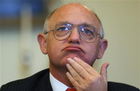 Argentine Foreign Minister Hector Timerman speaks during a news conference at the residence of the Argentine ambassador in London February 6, 2013. REUTERS/Andrew Winning